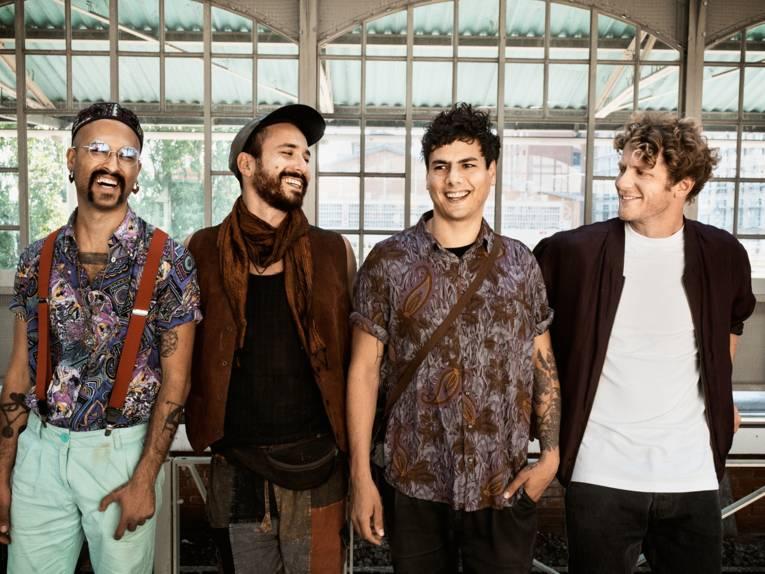 Vier lächelnde Männer