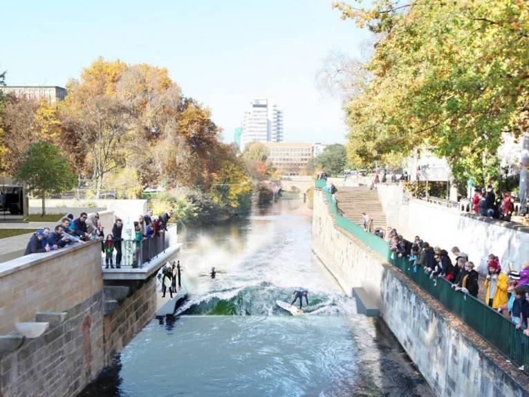 Computergenerierte Grafik von Surfern in einem Fluss, dessen Ufer durch Mauerwerk befestigt sind.
