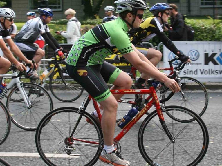 Männer auf Fahrrädern