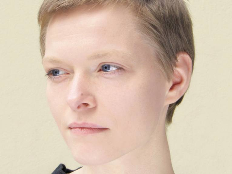 Porträtfoto einer jungen Frau