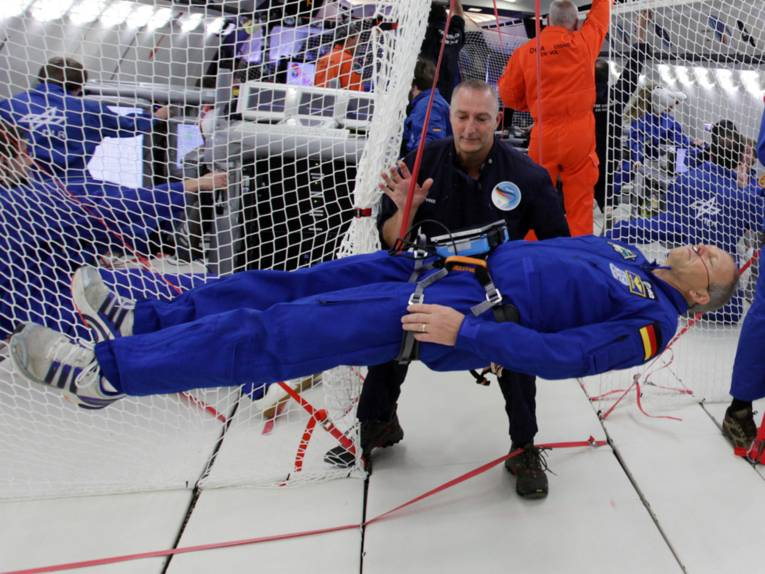 schwebender Astronaut
