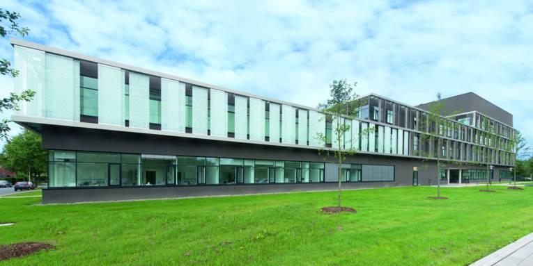 Außenansicht eines modernen Gebäudes.