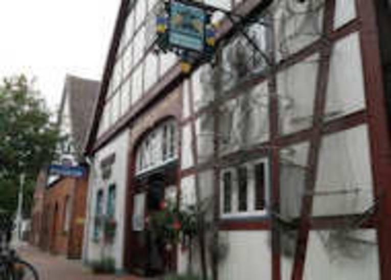 Das Steinhuder Museum von außen, es ist in einem alten Fachwerkhaus untergebracht.
