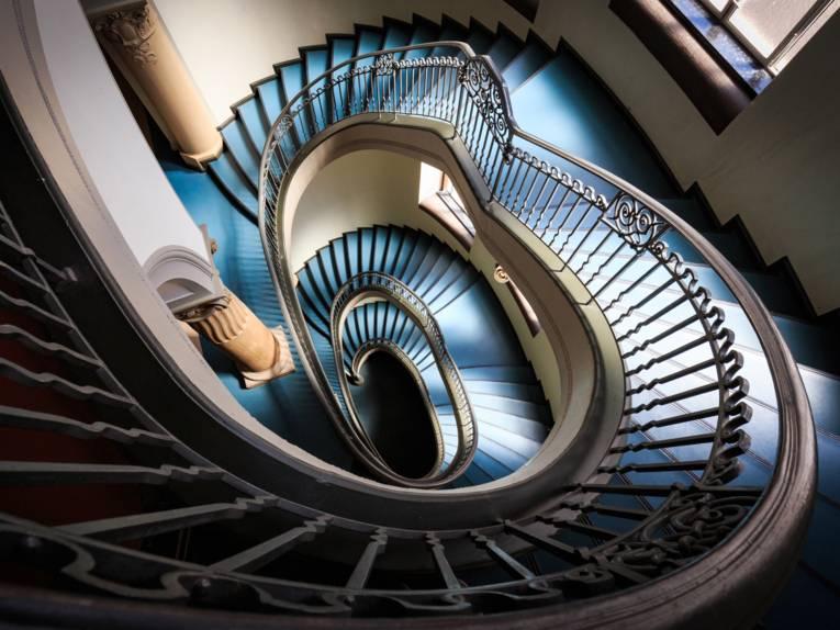Blick von oben in ein Treppenhaus