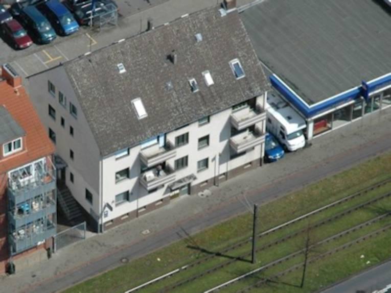 Luftaufnahme einer Straße mit Gebäuden