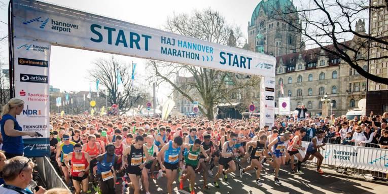 Marathon-Läufer beim Start