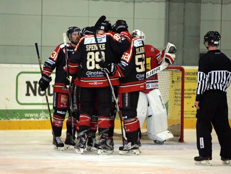 Eishockeyspieler der Scorpions auf dem Eis.