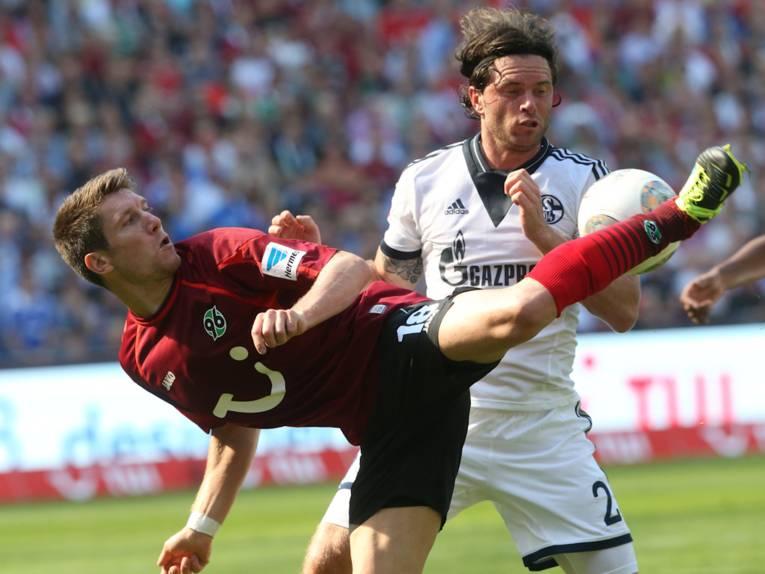 Zwei Fußballspieler im Einsatz