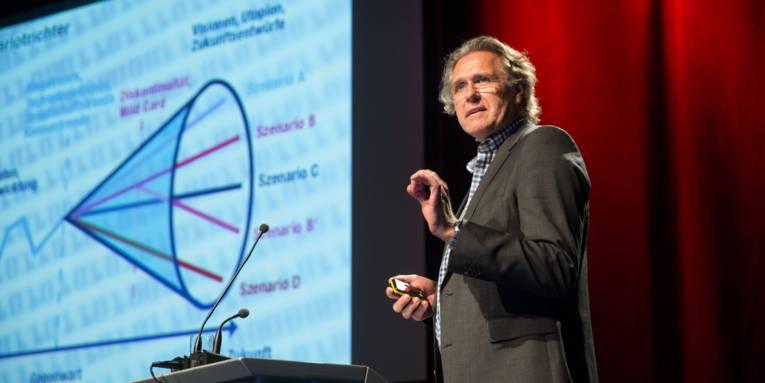 Dr. Eike Wenzel