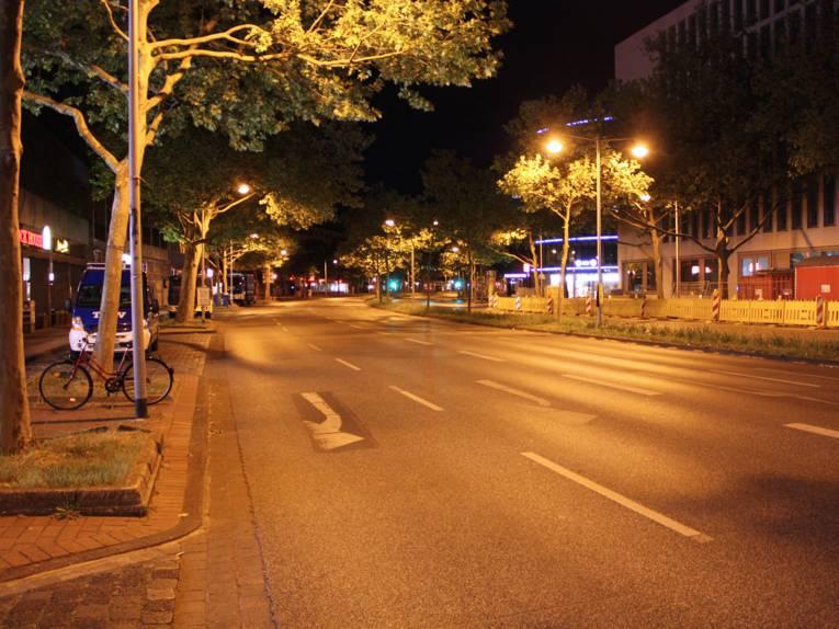 Die menschenleere Hildesheimer Straße gegen 22:15 Uhr