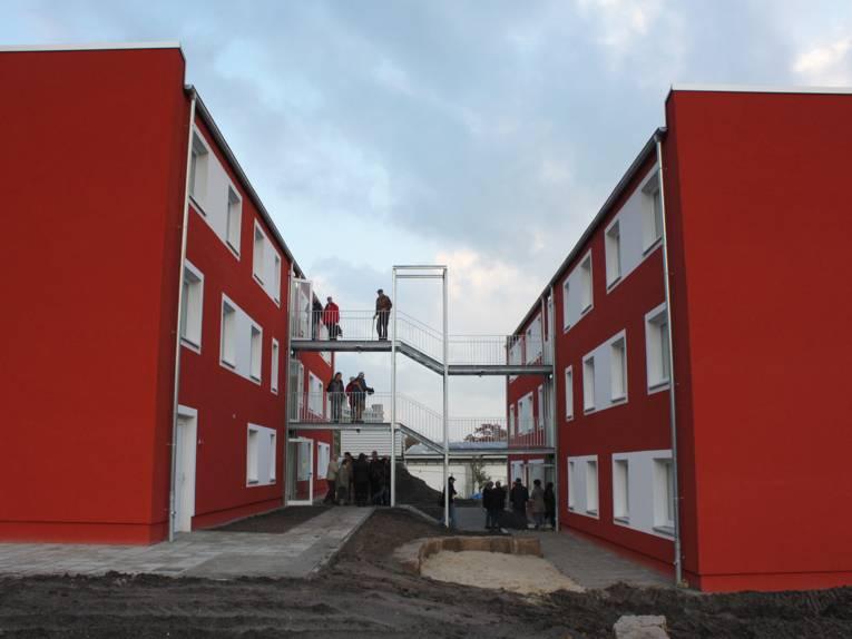 Metalltreppe zwischen den beiden Gebäuden des Wohnheims Tresckowstraße