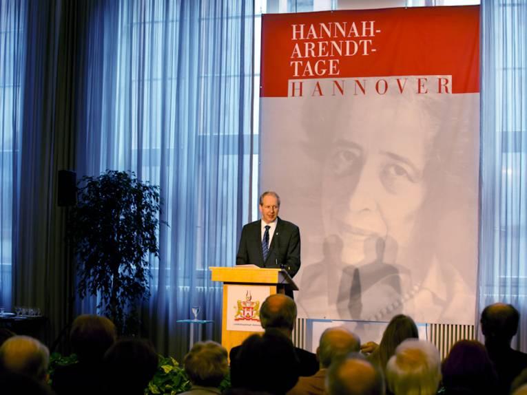 Stefan Schostok im Jahr 2013 bei seinen ersten HANNAH ARENDT TAGEN als Oberbürgermeister der Landeshauptstadt