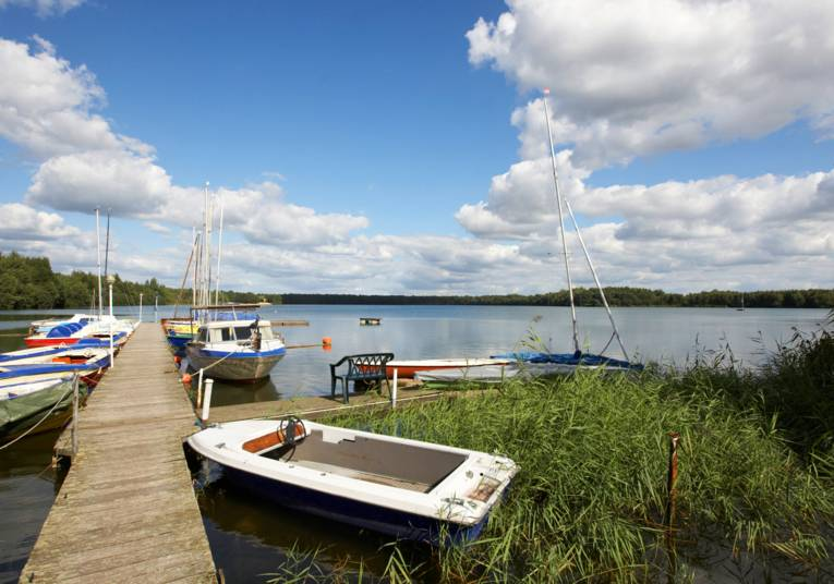 Boats at the landing stage at lake Altwarmbuechen