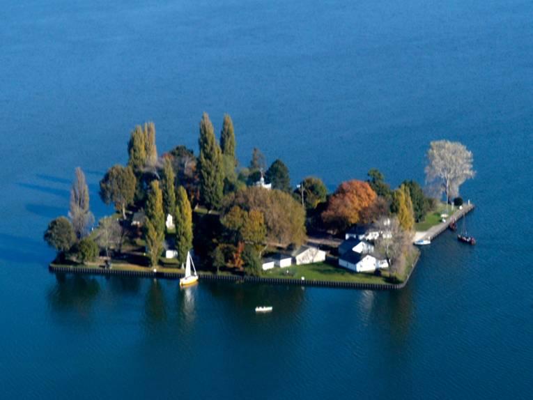 Blick von oben auf die Insel Wilhelmstein im Steinhuder Meer.