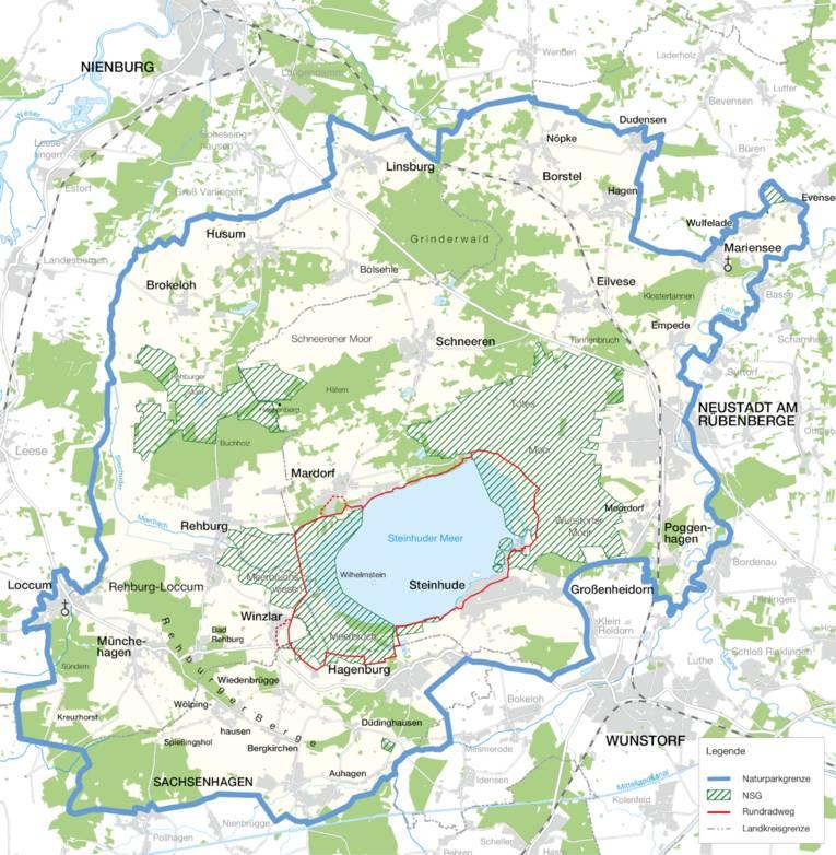 Die Karte zeigt die Außengrenzen des Naturparks Steinhuder Meer, schraffierte Flächen stehen für die Naturschutzgebiete und Landschaftsschutzgebiete, eingezeichtnet sind auch Landkreisgrenzen und der Steinhuder Meer Rundweg.