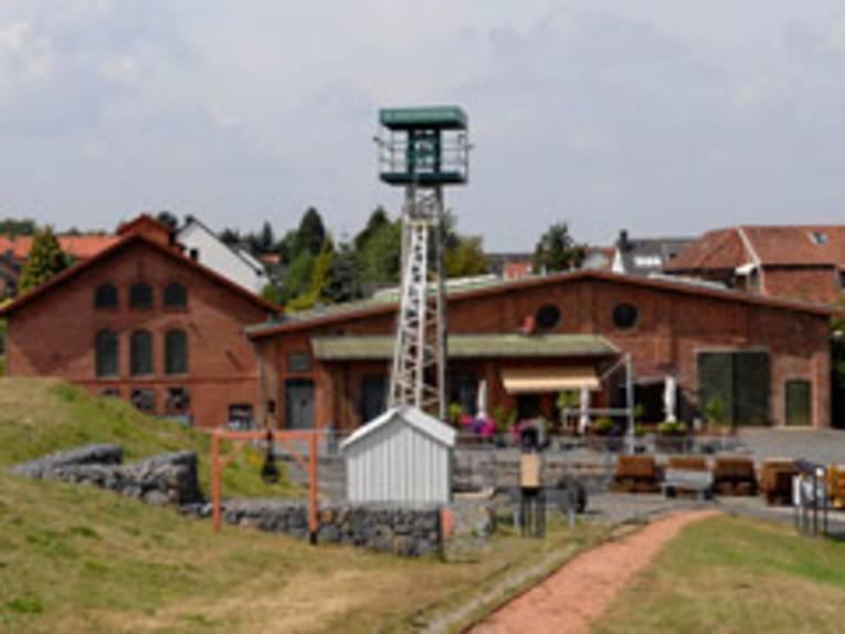 Förderturm und alte Industrieanlage der Zeche Barsinghausen