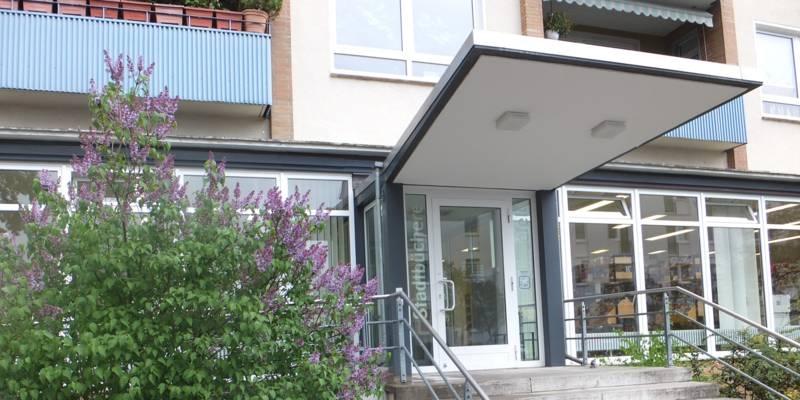 Eingangsbereich Stadtbibliothek Kleefeld