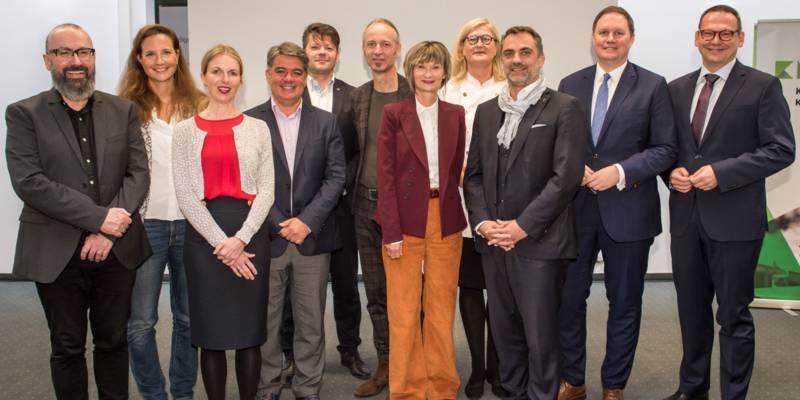 """Gruppenfoto: Acht deutsche Städte wollen """"Kulturhauptstadt Europas 2025"""" werden und präsentierten sich am Dienstag,1.10.2019, in Berlin."""