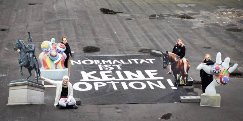 v.l.n.r.: Lena Kußmann, dahinter Inga Samii, Melanie Botzki und Ninia LaGrande daneben.