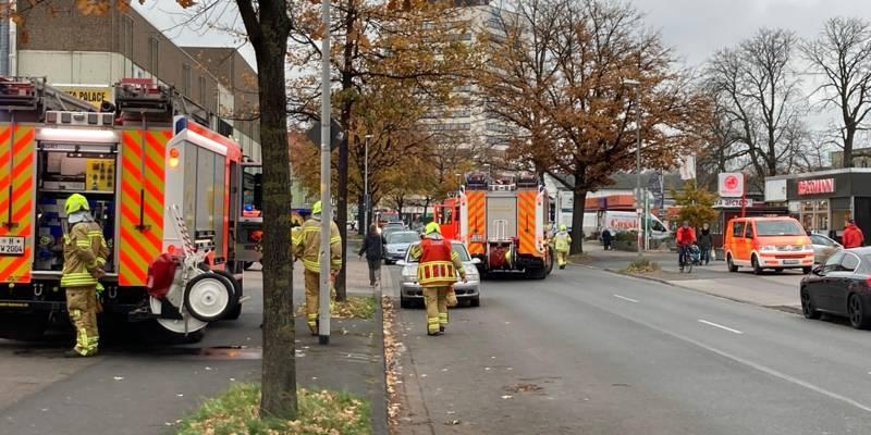 Feuerwehrautos auf einer Straße