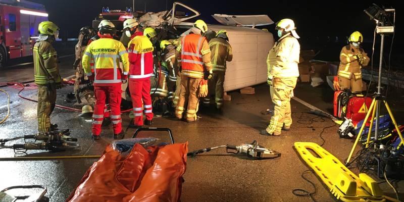 Feuerwehrleute und Notfallsanitäter