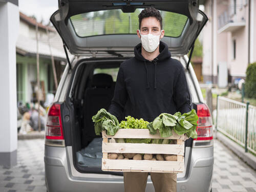 A delivery man working with a face mask