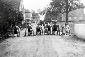 Sport was of great importance: runners in 1931. Left of the path the main barn and the workshop building, to the right the school building