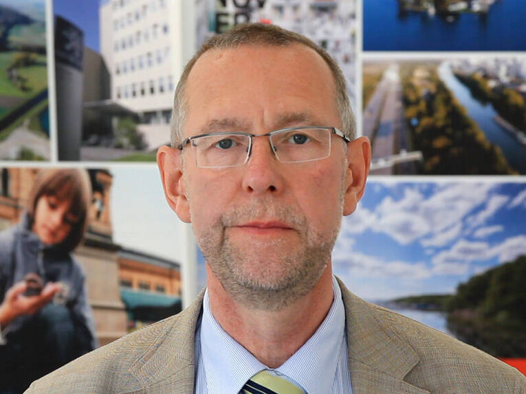 Prof. Dr. Axel Priebs