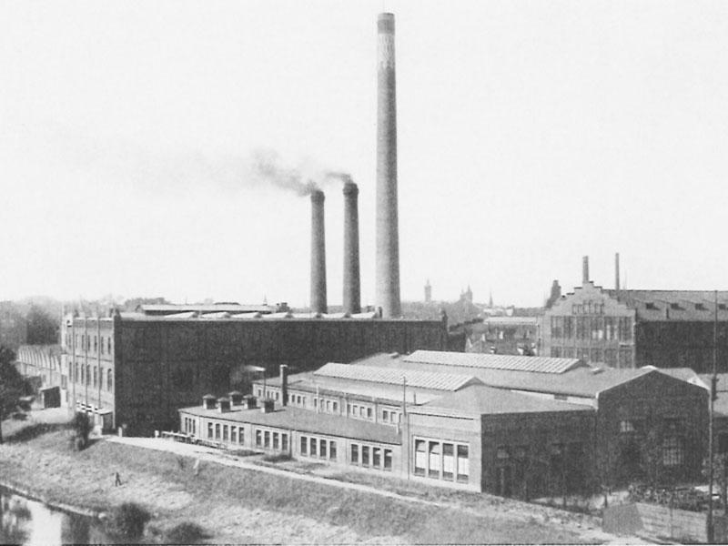 Glocksee um 1915 mit Straßenbahnwerkstätten und Schornsteinen des Kraftwerks