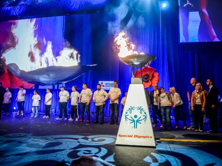 http://www.hannover.de/var/storage/images/media/01-data-neu/bilder/hmtg/sportveranstaltungen/sod/r%C3%BCckblick-special-olympics-d%C3%BCsseldorf-2014/special-olympics-er%C3%B6ffnungsfeier/12363666-1-ger-DE/Special-Olympics-Er%C3%B6ffnungsfeier_image_full.jpg