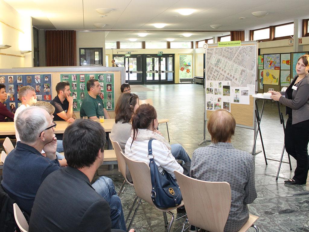 Interessierte Bürgerinnen und Bürger beim Beteiligungsworkshop