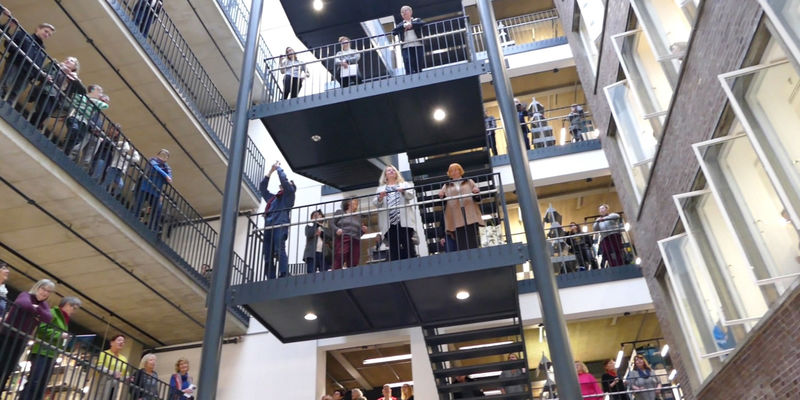 Flashmob in der Bibliothek