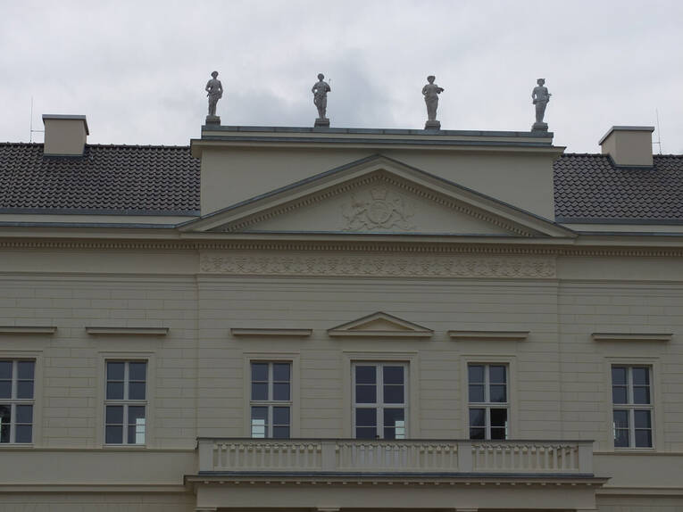 attikafiguren 2 schloss herrenhausen herrenh user g rten herrenhausen bilder. Black Bedroom Furniture Sets. Home Design Ideas