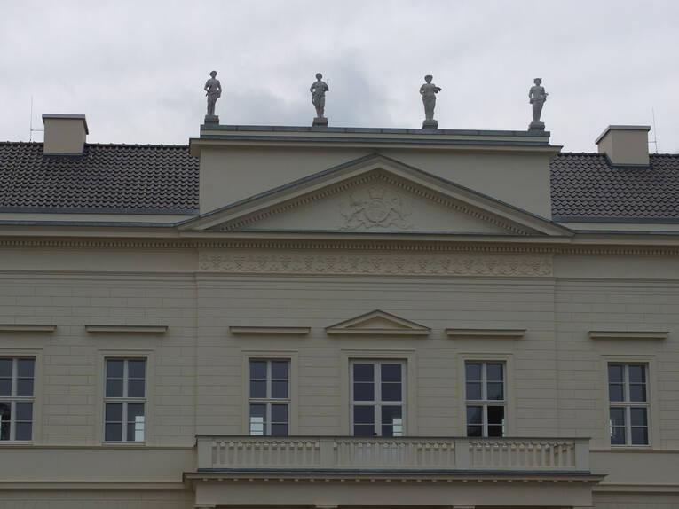 attikafiguren 2 schloss herrenhausen herrenh user. Black Bedroom Furniture Sets. Home Design Ideas