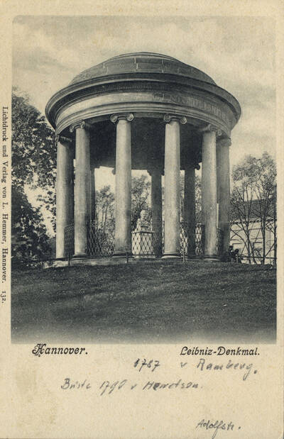 Scene of the Leibniz memorial at its original location on the Adolfstraße/Waterlooplatz height. Photo postcard, circa 1909.