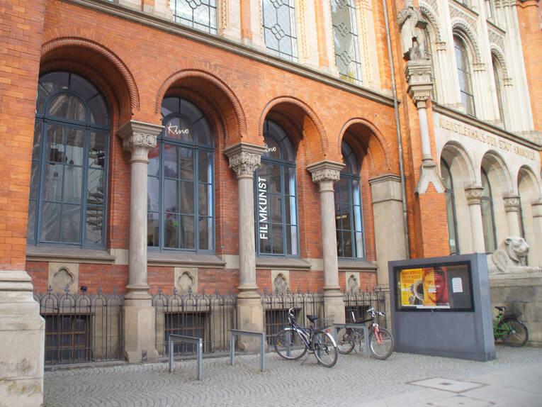 Fassade Des Kommunalen Kinos Im Künstlerhaus Von Links Kino Im