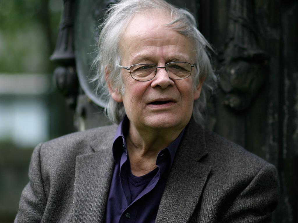 Paulus Böhmer 2010 am Hölty-Denkmal auf dem Nikolaifriedhof