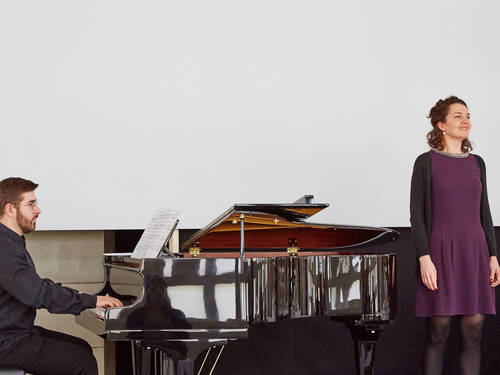 ensemble artists: Sängerin Juliane Dennert, Pianist und Dirigent Maxim Böckelmann