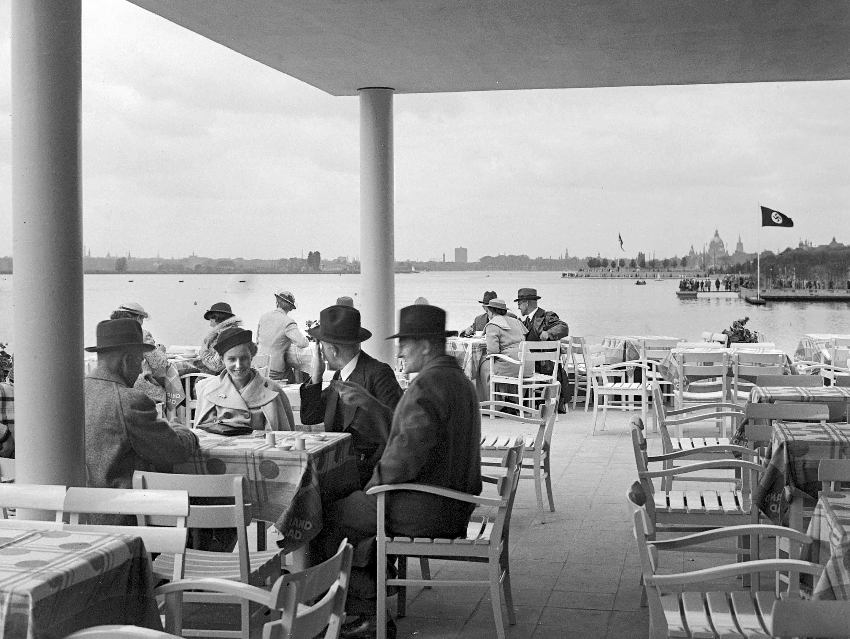 Strandbad-Restaurant am Tag der Maschsee-Einweihung am 21. Mai 1936. (HAZ-Hauschild-Archiv, Historisches Museum Hannover)