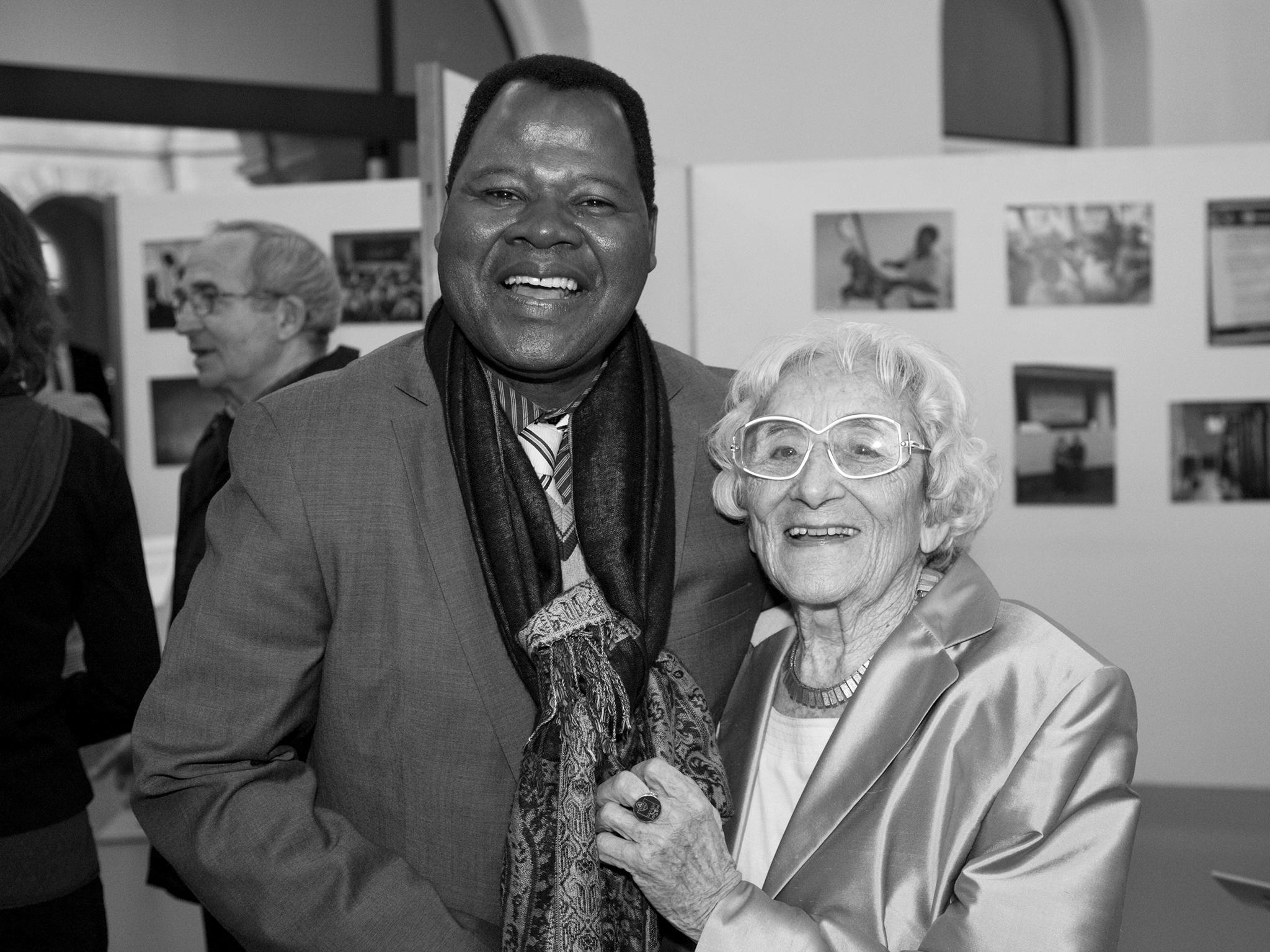 Dr. Lore Henkel mit Sylvester Mitini-Nkhoma