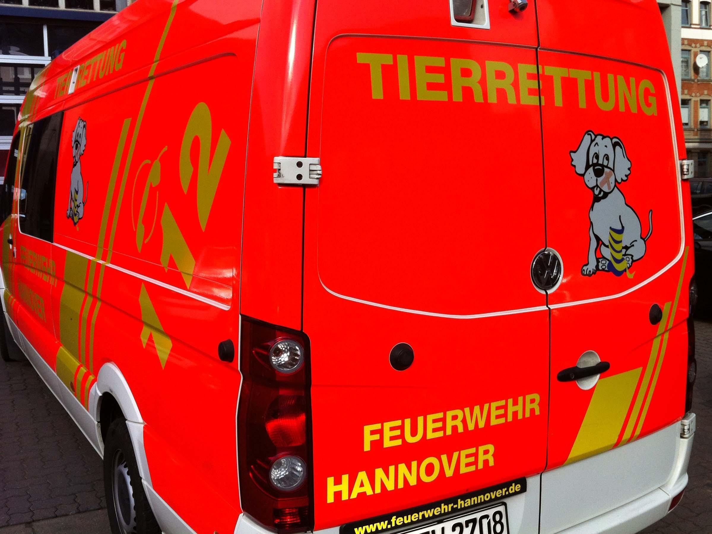 Heckansicht Tierrrettungswagen der Feuerwehr Hannover