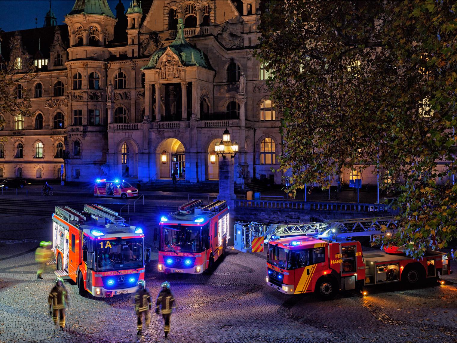 Löschzug Feuerwehr HAnnover auf dem Trammplatz vor dem Neuen Rathaus