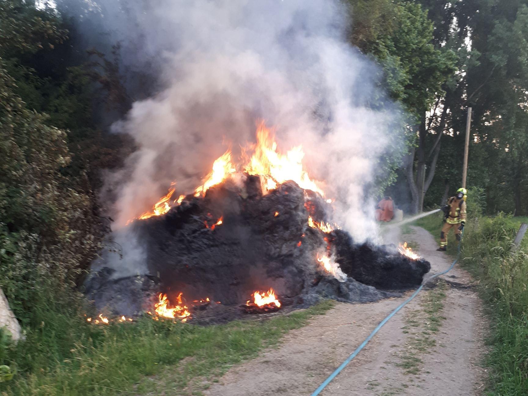 Brennende Strohballen