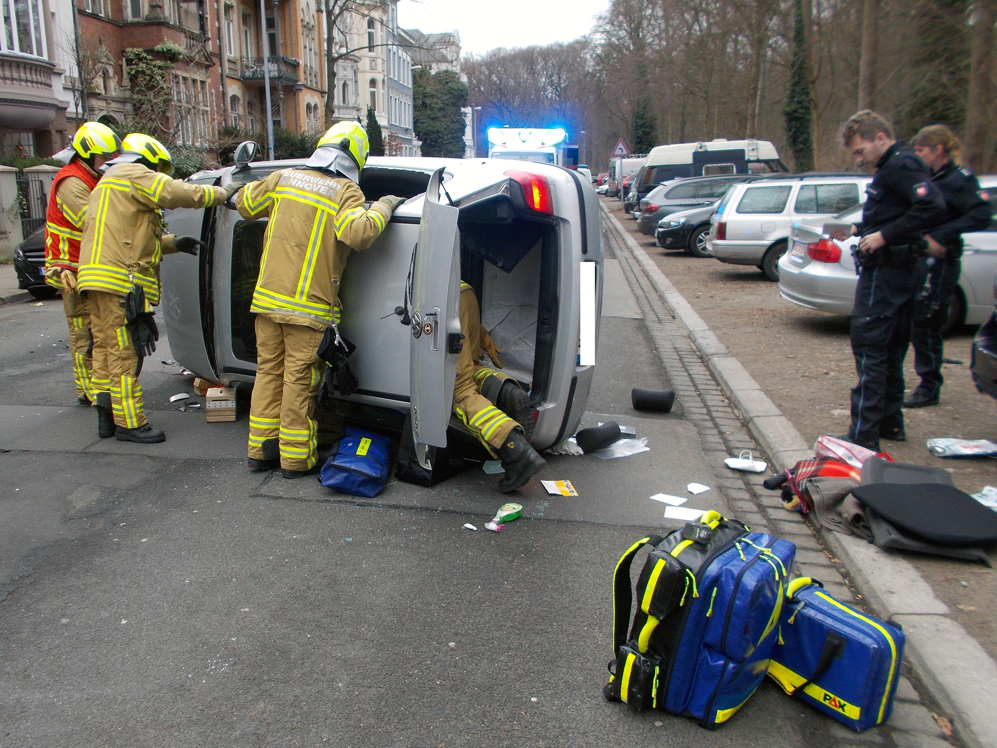 Verkehrsunfall mit einer eingeschlossenen Person