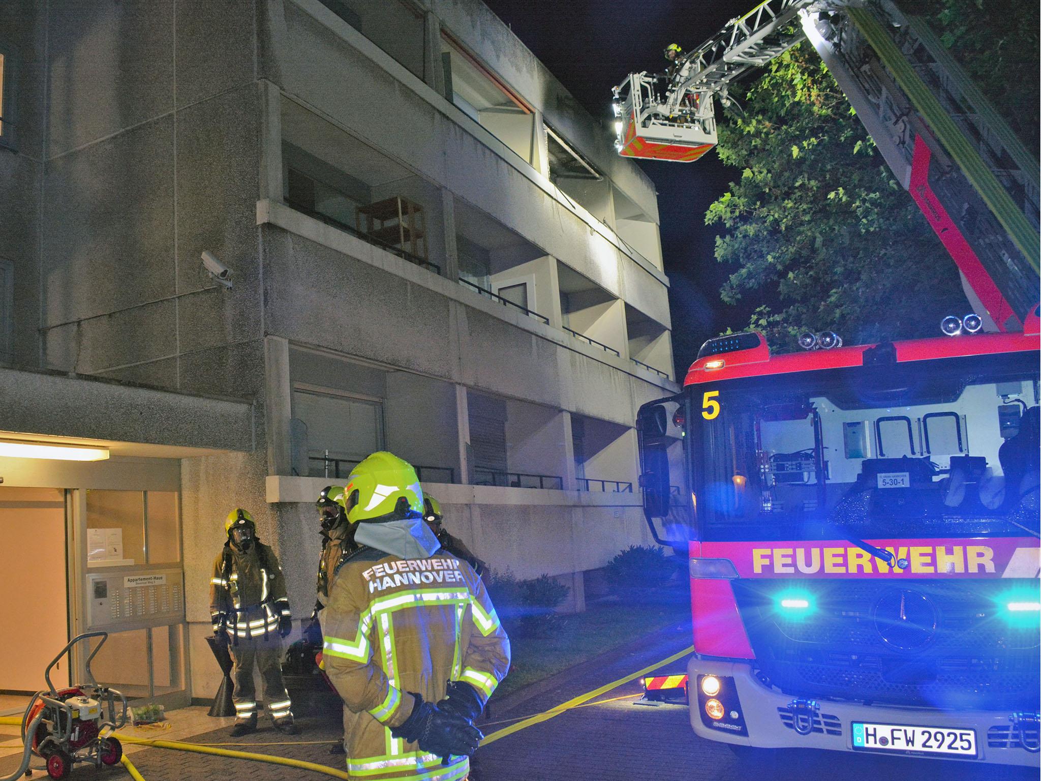 Frau bei Wohnungsbrand schwer verletzt