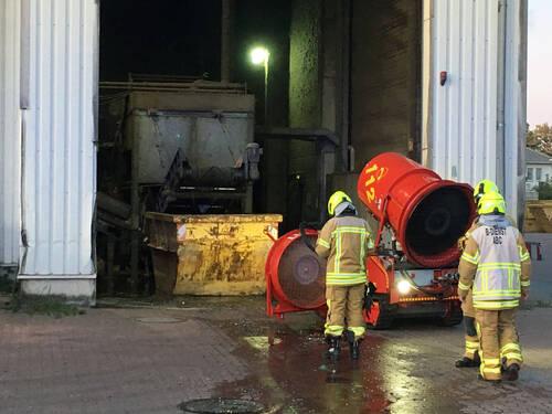 Brand in einem Entsorgungsbetrieb
