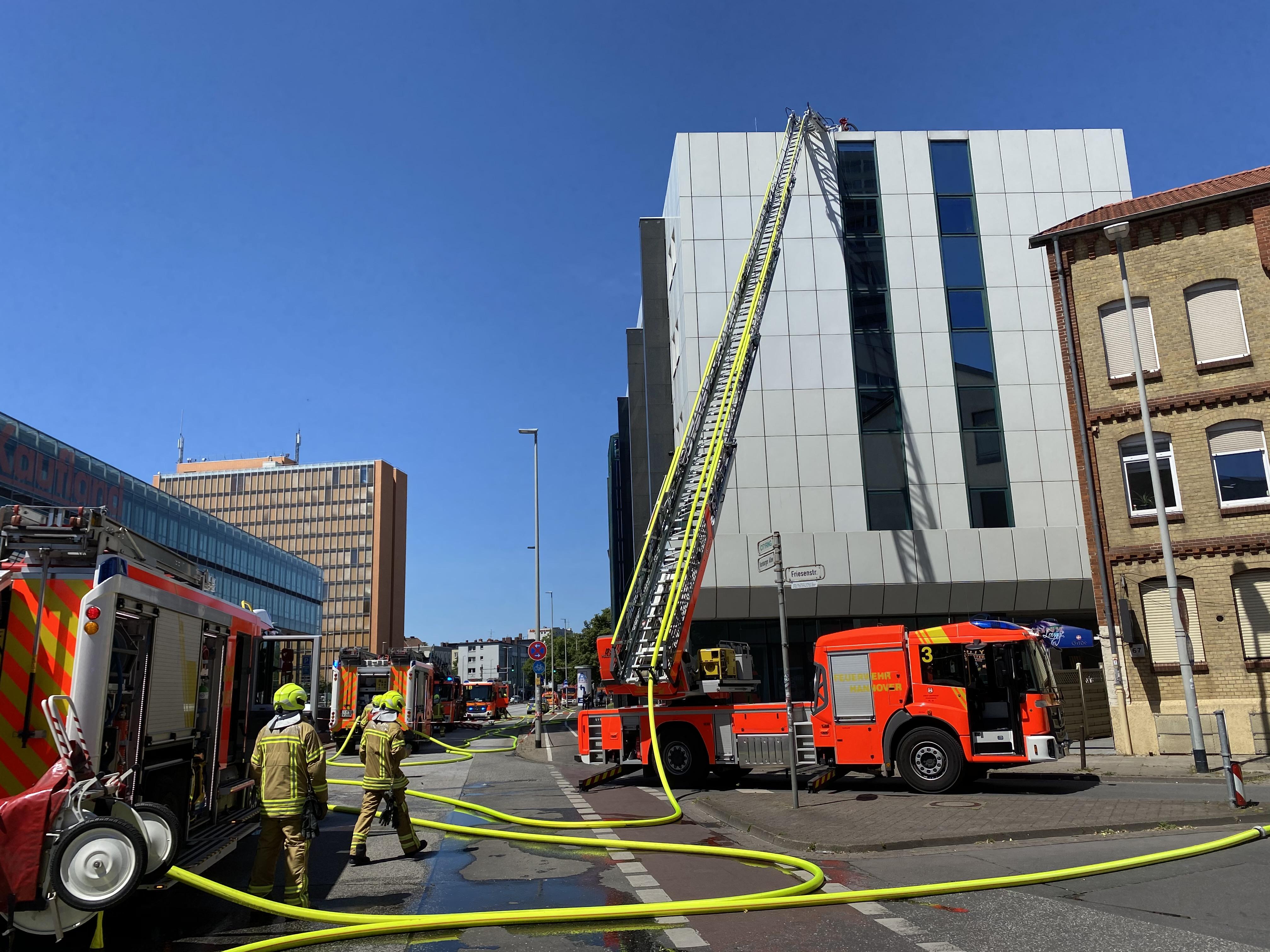 Feuer auf einem Flachdach