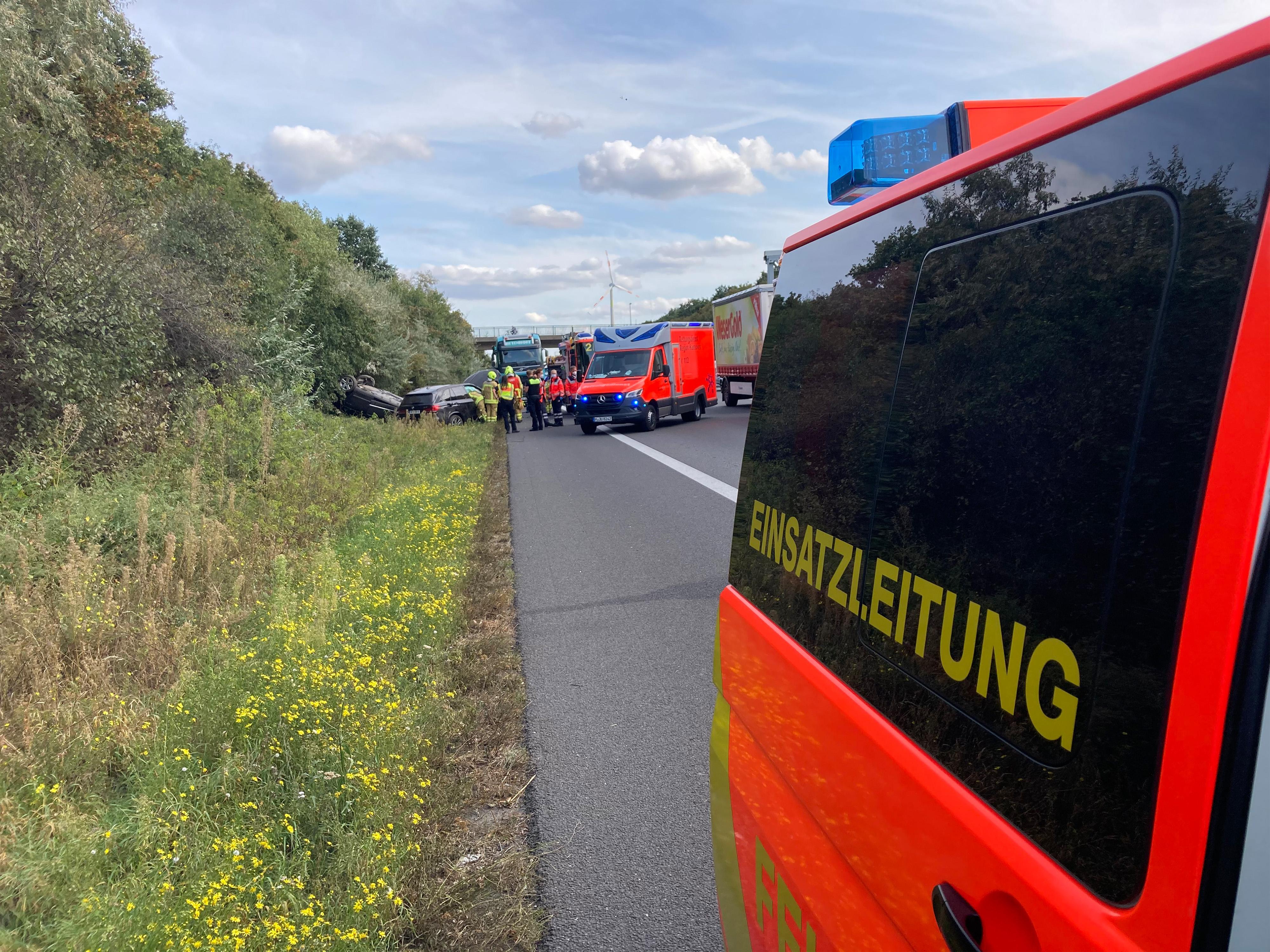 Unfall zwischen zwei Autos auf der Autobahn