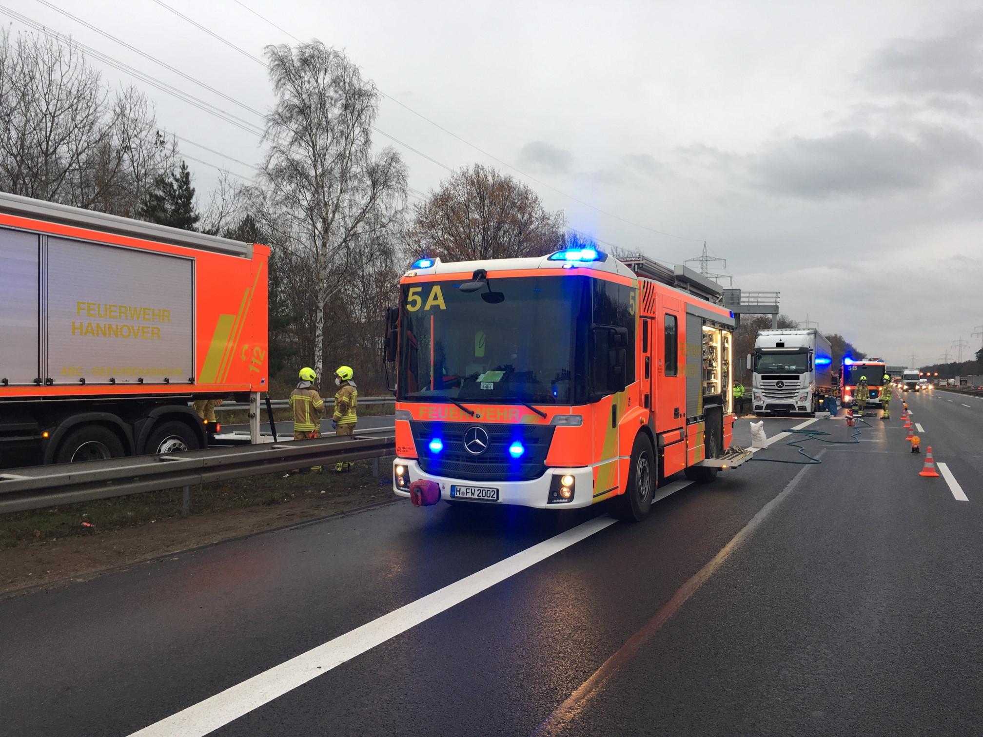 Feuerwehrautos auf der Autobahn