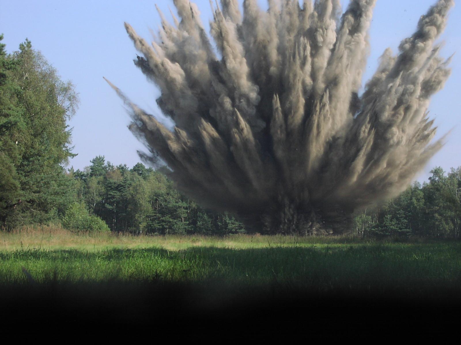 Explosion einer Zehn-Zentner-Bombe.